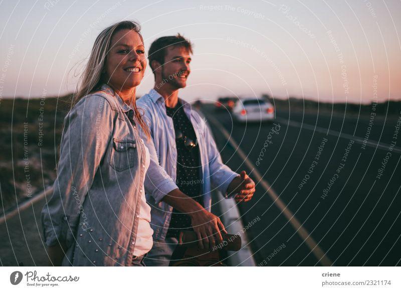 Junges erwachsenes Abenteurerpaar trampend zusammen Lifestyle Glück schön Freizeit & Hobby Ferien & Urlaub & Reisen Tourismus Ausflug Abenteuer Sommer Mensch
