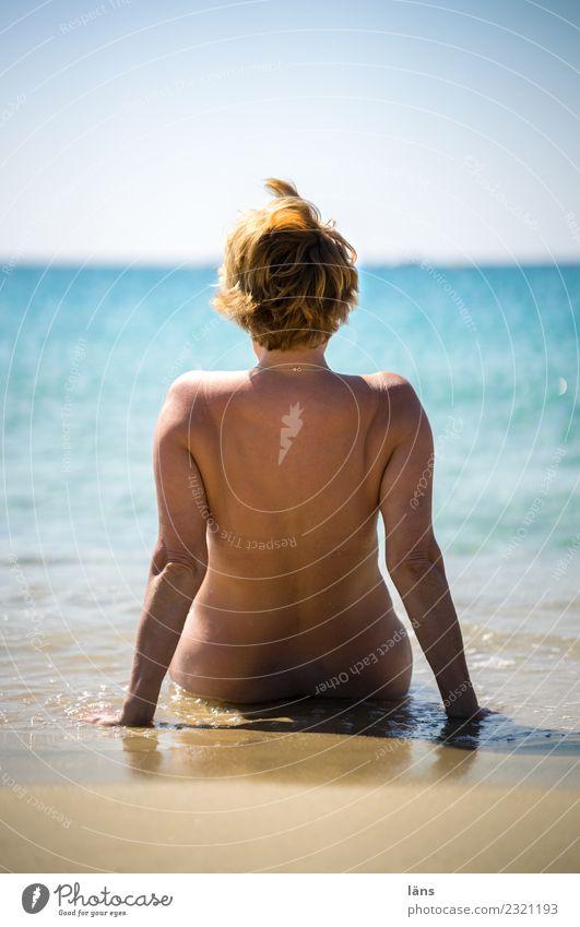 freisein Ferien & Urlaub & Reisen Tourismus Sommerurlaub Strand Meer Mensch feminin Frau Erwachsene Leben Rücken 1 Sand Wasser Himmel Küste Mittelmeer Insel