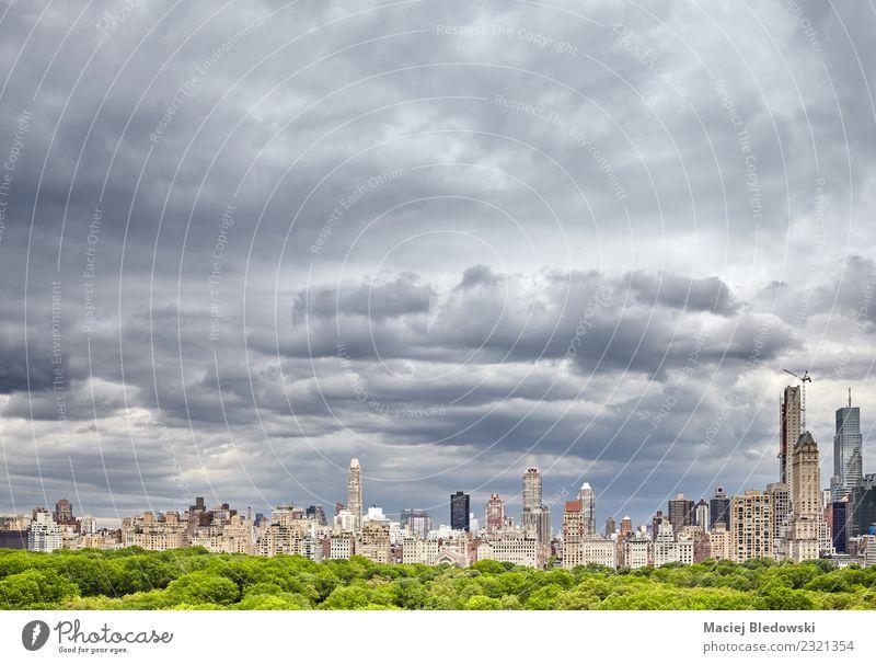 Stürmischer Himmel über dem Central Park und der Skyline von Manhattan. Ferien & Urlaub & Reisen Sightseeing Städtereise Wohnung Büro Wolken Gewitterwolken