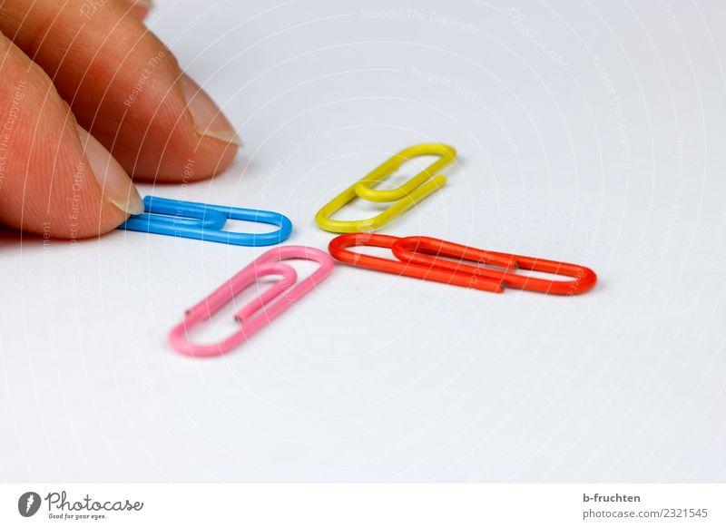 Kreuzungspunkt Büroarbeit Arbeitsplatz Business Karriere Erfolg Sitzung Team Finger Zeichen berühren Bewegung festhalten mehrfarbig Büroklammern kreuzungspunkt