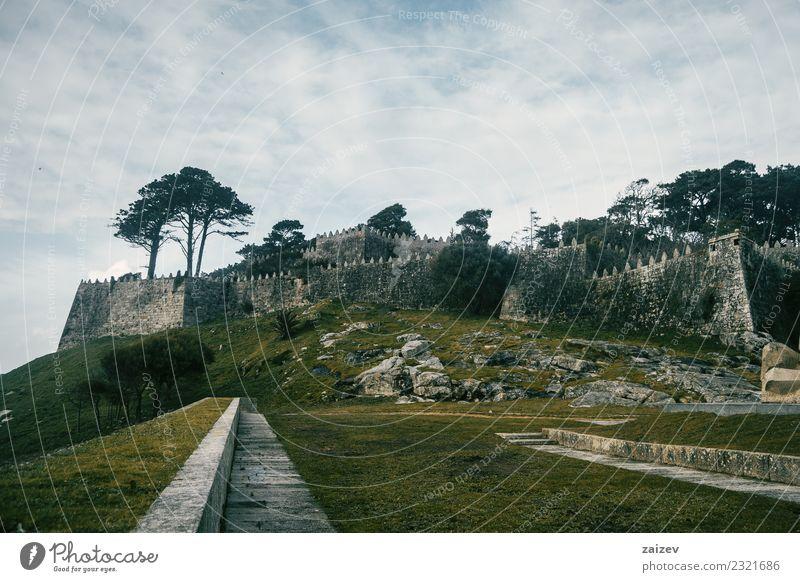Mauer und Steinburg im Winter auf einem Hügel in Baiona, Galizien Spanien schön Ferien & Urlaub & Reisen Tourismus Ausflug Garten Natur Landschaft Himmel