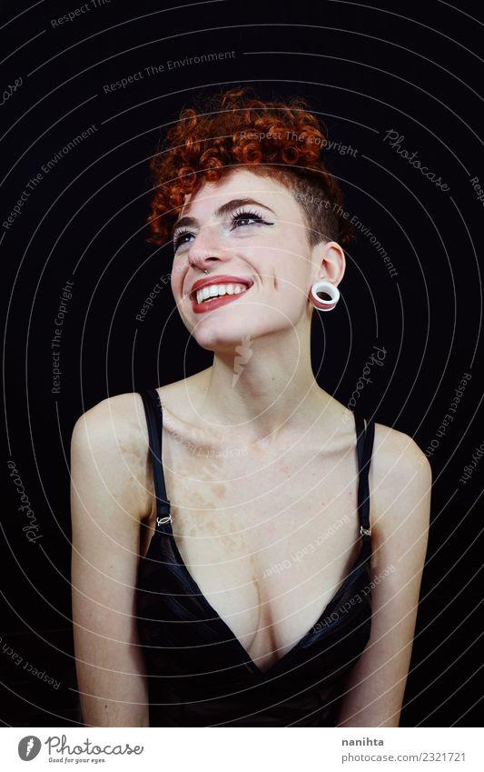 Studio-Porträt einer jungen Rothaarigen Frau Stil exotisch Freude schön Haare & Frisuren Haut Gesicht Wellness Leben Wohlgefühl Mensch feminin Junge Frau
