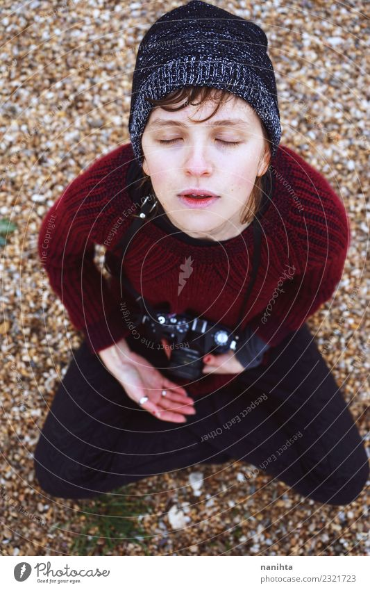 Mensch Jugendliche Junge Frau Erholung 18-30 Jahre Erwachsene Leben Lifestyle feminin Stil Kunst träumen sitzen Kultur Kreativität Idee