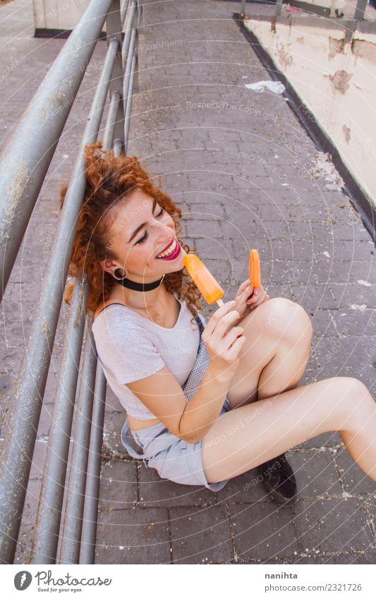 Junge Frau isst orangefarbene Eiscremes Lebensmittel Speiseeis Essen Lifestyle Stil Freude Wellness Ferien & Urlaub & Reisen Sommer Sommerurlaub Mensch feminin