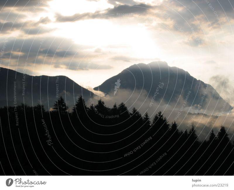 Sonnenuntergang Wald Nebel Berge u. Gebirge Abend