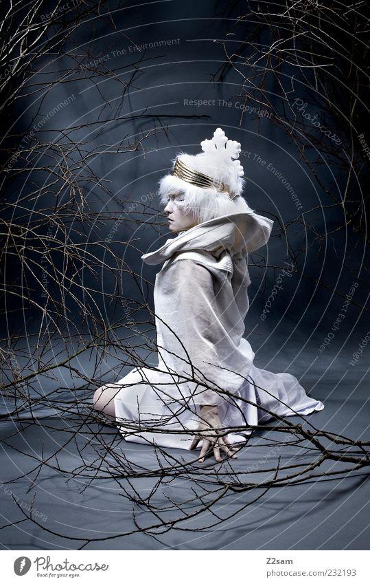 princess IV elegant Stil feminin Junge Frau Jugendliche 1 Mensch 18-30 Jahre Erwachsene Umwelt Natur Mode Kleid Accessoire Mütze hocken sitzen träumen dunkel