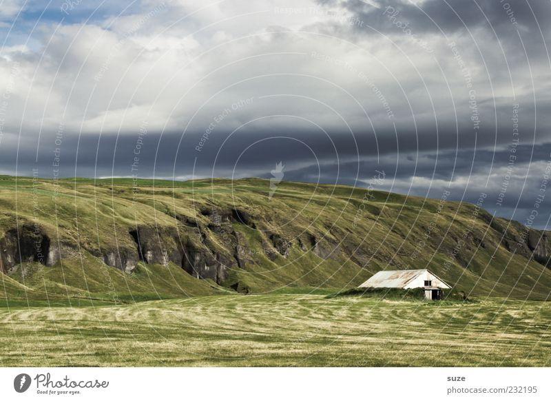 Hütte im Grünen Himmel Natur blau Ferien & Urlaub & Reisen grün Sommer Einsamkeit Wolken Landschaft Haus Ferne Umwelt Wiese Freiheit Felsen außergewöhnlich