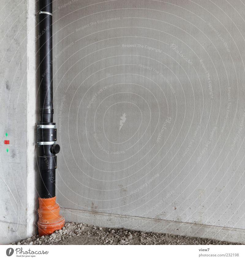 Abwasser schwarz Haus Wand grau Stein Mauer Metall Linie Fassade Beton Beginn authentisch Baustelle Kunststoff Installationen Fallrohr