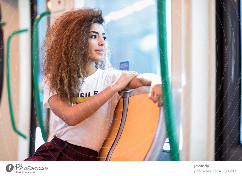 Eine arabische Frau sitzt in der U-Bahn. Lifestyle schön Haare & Frisuren Ferien & Urlaub & Reisen Tourismus Ausflug Mensch Junge Frau Jugendliche Erwachsene 1
