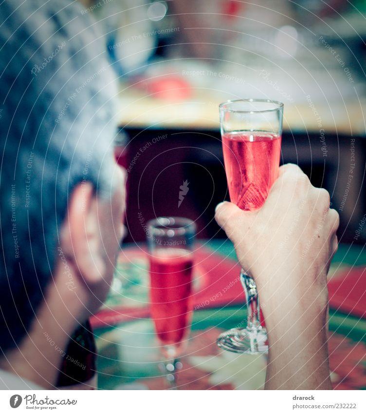 Cheers! Mensch Mann grün rot Freude Erwachsene Leben Glück Party Feste & Feiern Glas Arme maskulin frisch Fröhlichkeit Getränk