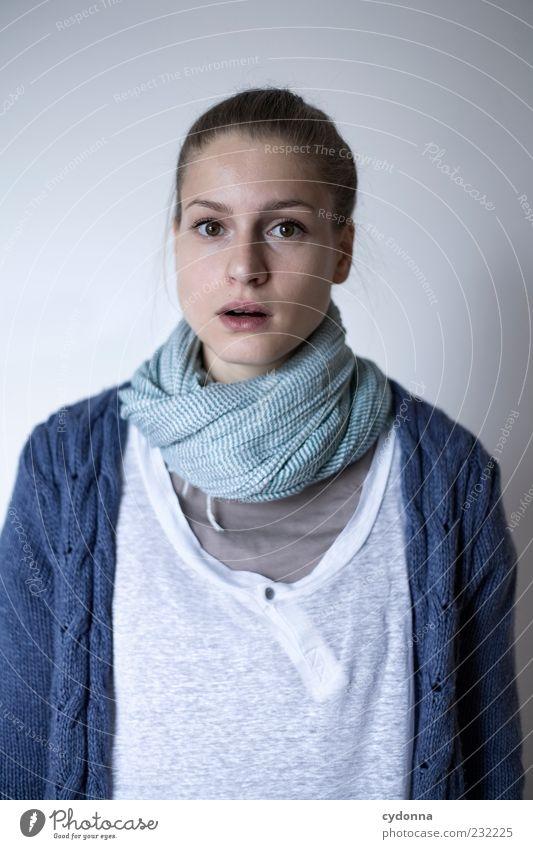 Front Lifestyle elegant Stil schön Gesundheit Leben Wohlgefühl Mensch Junge Frau Jugendliche 18-30 Jahre Erwachsene Bekleidung Schal einzigartig entdecken