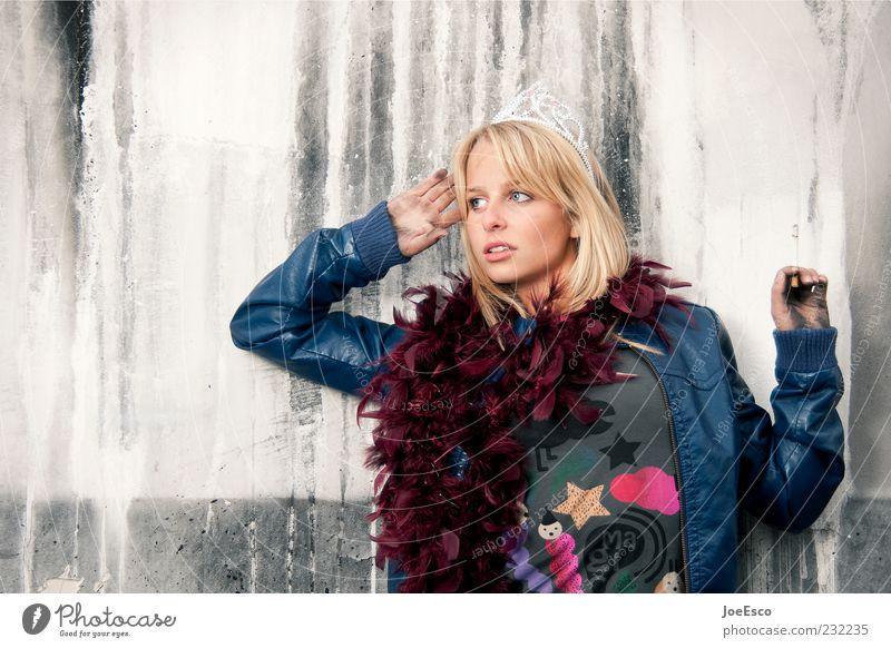 #232235 Mensch Frau Jugendliche schön Erwachsene Erholung Mode Zufriedenheit blond Coolness 18-30 Jahre Rauchen Junge Frau positiv Accessoire anlehnen