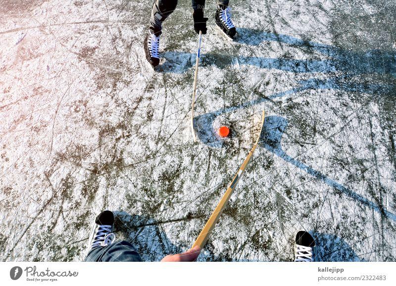 dabei sein ist alles Winter Schnee Winterurlaub Sport Wintersport Mensch 2 Umwelt Natur Klima Teich See Spielen Eishockey Gegner Sportveranstaltung