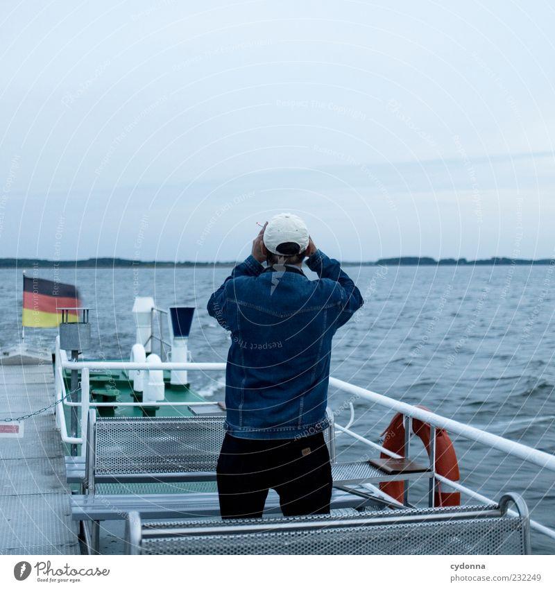 Bis zum Horizont Mensch Natur Mann Wasser Ferien & Urlaub & Reisen Einsamkeit ruhig Erwachsene Ferne Umwelt Leben Freiheit See träumen Wellen