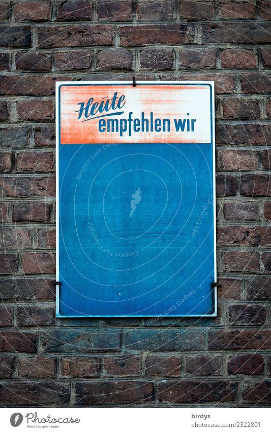 Unbeschriebenes Werbeschild an einer Gastronomie, Pleite, geschlossen, Symbolbild für eine Gastronomie in der Krise Restaurant Essen trinken Handel Werbebranche
