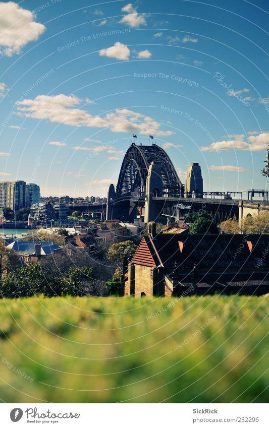 Lovely Harbour Bridge Himmel Stadt Wolken Ferne Wiese Architektur Brücke Hügel Schönes Wetter Skyline Wahrzeichen Sehenswürdigkeit Bogen Blauer Himmel Umwelt