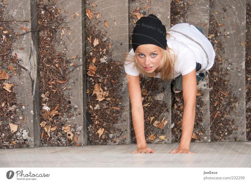 #232299 Mensch Frau Jugendliche schön Erwachsene Wand Mauer blond Treppe stehen Lifestyle Coolness einzigartig 18-30 Jahre beobachten Neugier