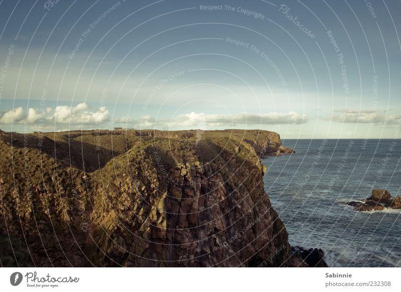 Bullers of Buchan Umwelt Natur Urelemente Erde Himmel Wolken Horizont Schönes Wetter Felsen Küste Nordsee Meer Schottland wild Tourismus
