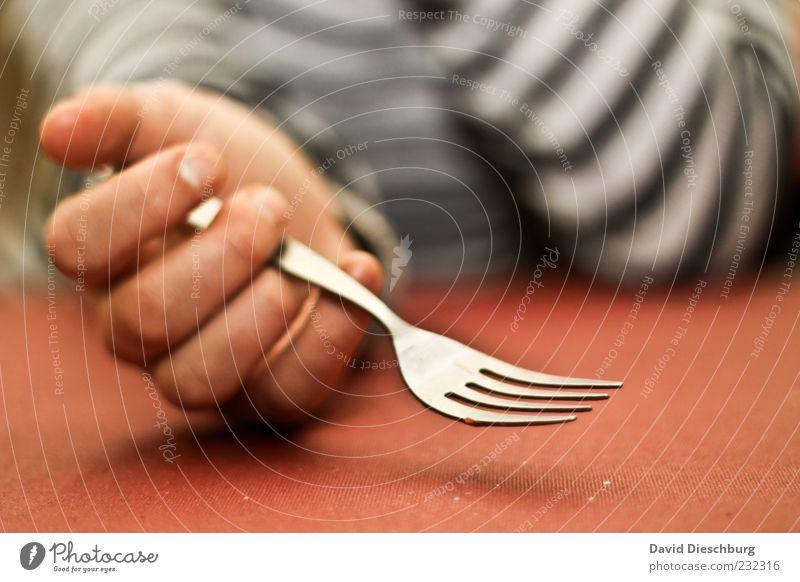 In Lauerstellung Mensch Hand rot Ernährung Metall warten leer Finger Tisch einzeln festhalten Appetit & Hunger Fasten Erwartung greifen Besteck