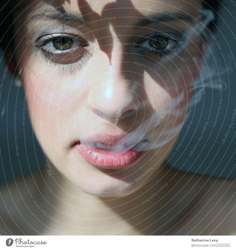 smoke Mensch Frau Jugendliche Gesicht Erwachsene feminin Mund außergewöhnlich 18-30 Jahre Rauchen Lippen Rauschmittel Sucht Frauenmund Zigarettenrauch Suchtverhalten