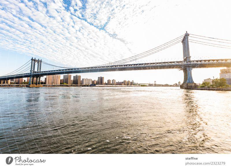 Brückentag: Manhattan Stadt New York City Brooklyn Manhattan Bridge East River Schönes Wetter Farbfoto Textfreiraum unten Weitwinkel