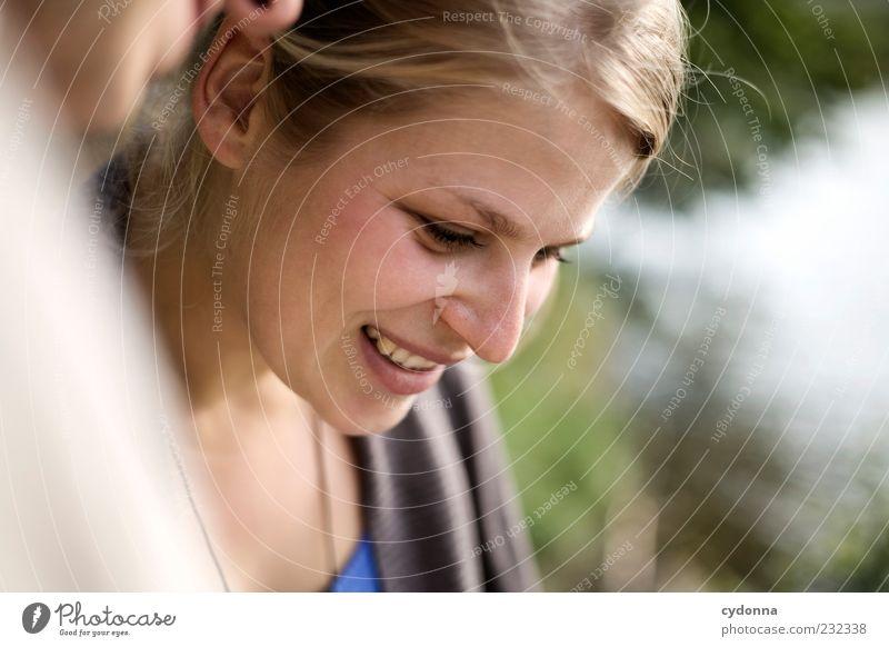 Freude Lifestyle schön Leben harmonisch Wohlgefühl Zufriedenheit Freiheit Mensch Junge Frau Jugendliche Gesicht 18-30 Jahre Erwachsene Sommer Beratung entdecken