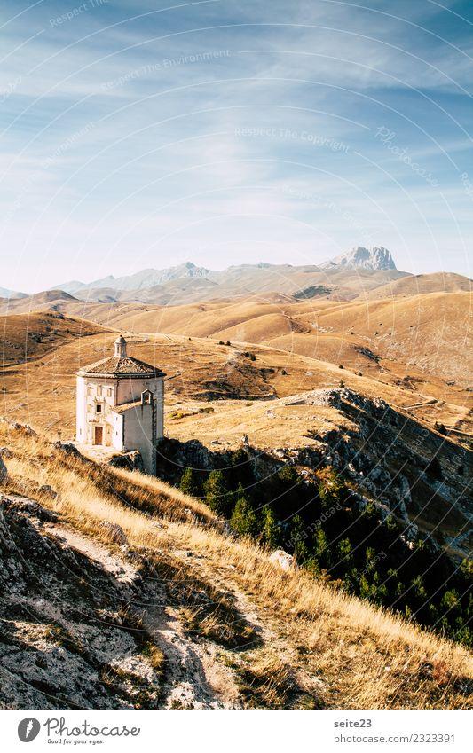 Türmchen vor der Burg Rocca Calascio in den Abruzzen, Italien. Ferien & Urlaub & Reisen Tourismus Ausflug Sommer Sonne Berge u. Gebirge wandern Architektur