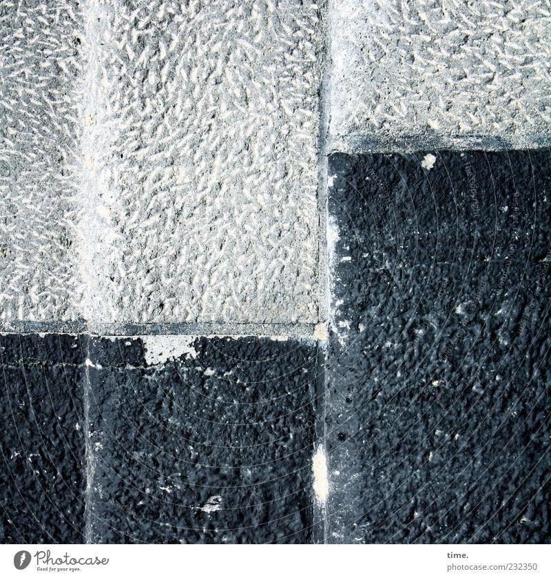 Lebenslinien #25 alt dunkel Wand Stein Mauer Gebäude hell Ordnung Bauwerk vertikal Fuge Furche eckig Spuren Sediment Kratzer