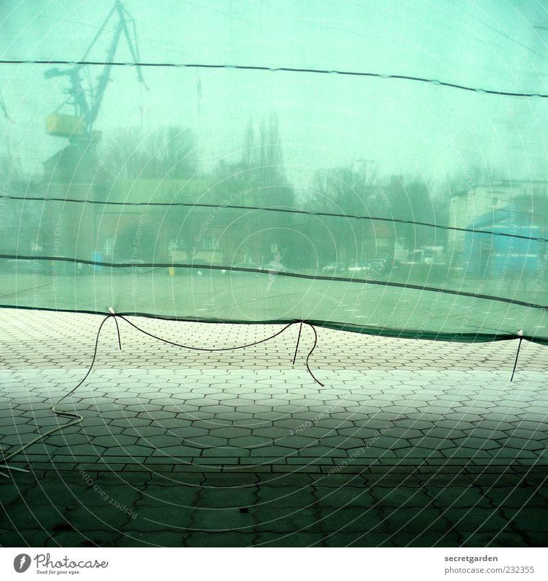 umwelt schutz. grün Baum dunkel Stein Gebäude Linie Horizont elegant Platz Seil leer Baustelle Güterverkehr & Logistik Netz Fabrik Hafen