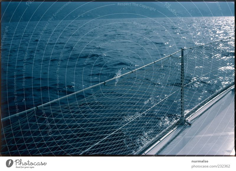 an der Reling . . . Natur Wasser Sonne Meer Ferne Landschaft Freiheit Stimmung Wellen Wind Klima Insel Lifestyle Sicherheit Urelemente Netz