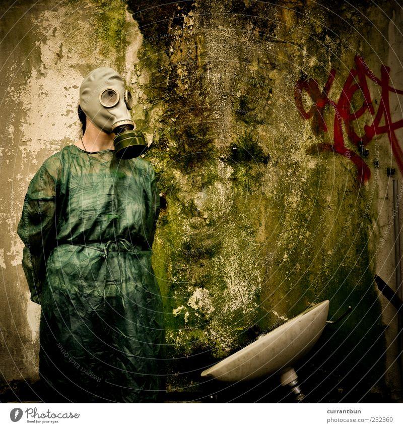 Ich wasche meine Hände in Unschuld... grün Farbe Graffiti Stein Angst Schutz gruselig bizarr Moos verwittert Schimmel Waschbecken Endzeitstimmung
