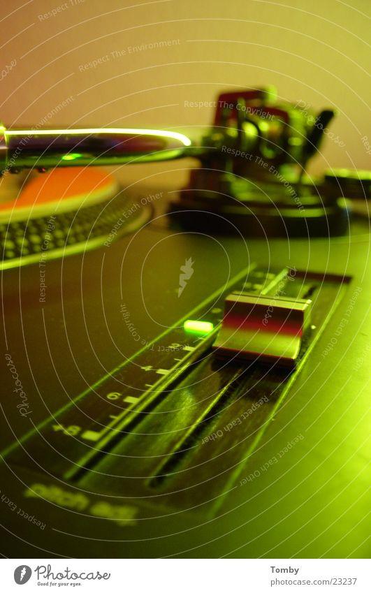 Pitscher Diskjockey Plattenspieler Elektrisches Gerät Technik & Technologie Pitschen mischen Plattenteller