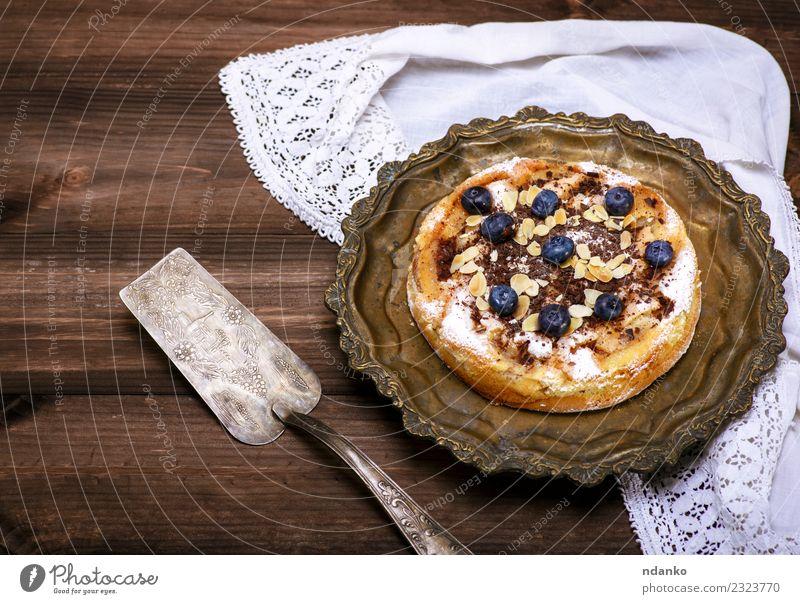 runder Apfelkuchen Frucht Dessert Süßwaren Mittagessen Teller Tisch Holz Essen frisch lecker braun weiß Tradition Pasteten Bäckerei Essen zubereiten rustikal