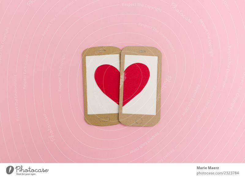 Zwei Handys formen zusammen ein Herz. schön rot Lifestyle Liebe Gefühle Glück rosa Zusammensein Freundschaft modern Kommunizieren Symbole & Metaphern Internet