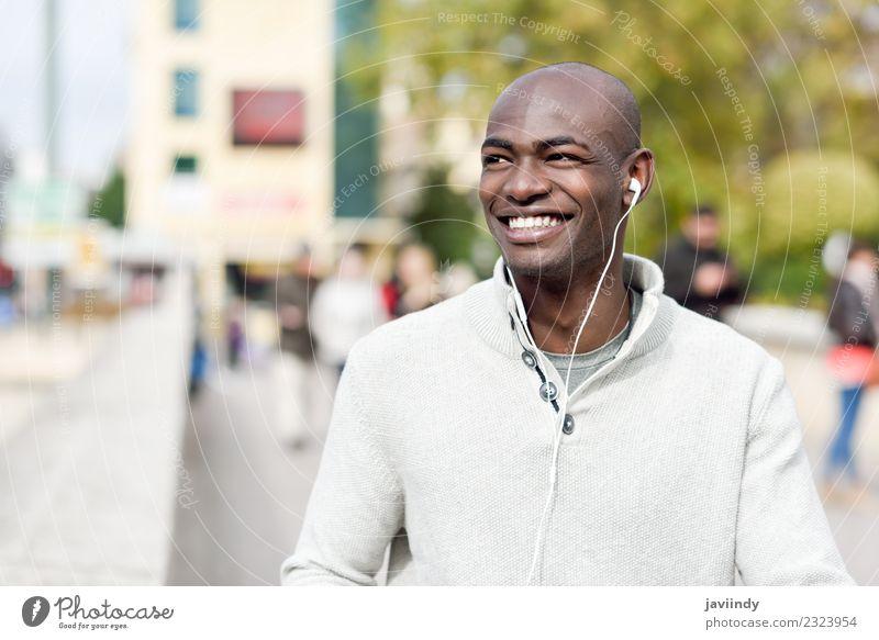 Mensch Jugendliche Mann schön Junger Mann 18-30 Jahre schwarz Gesicht Erwachsene Straße Lifestyle Glück Mode maskulin modern Lächeln