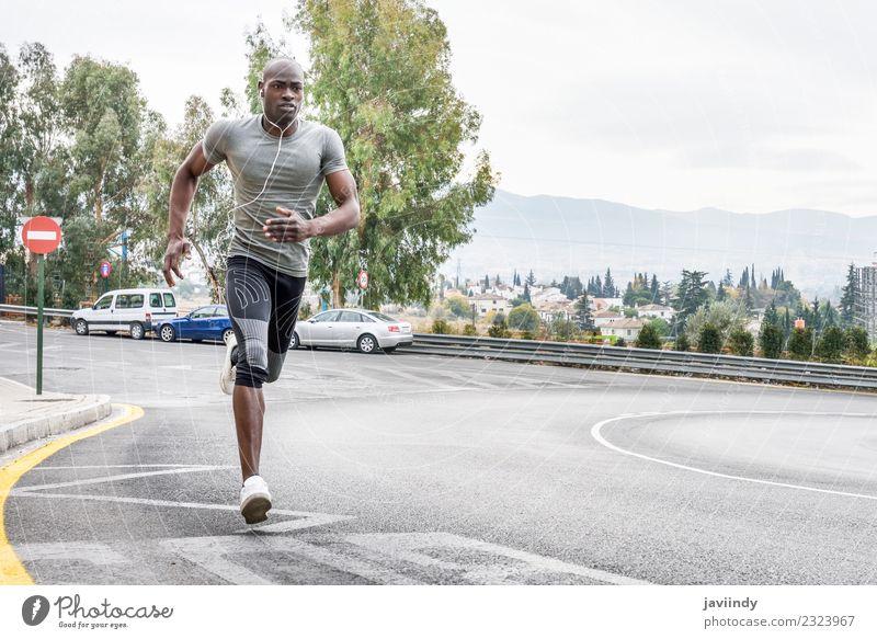 Schwarzer Mann läuft im Freien auf der Straße. Lifestyle Körper Sport Fitness Sport-Training Joggen Mensch Junger Mann Jugendliche Erwachsene 1 18-30 Jahre