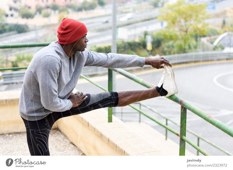 Mensch Jugendliche Mann Junger Mann Winter 18-30 Jahre schwarz Erwachsene Lifestyle Sport maskulin Körper Kraft Fitness anstrengen muskulös