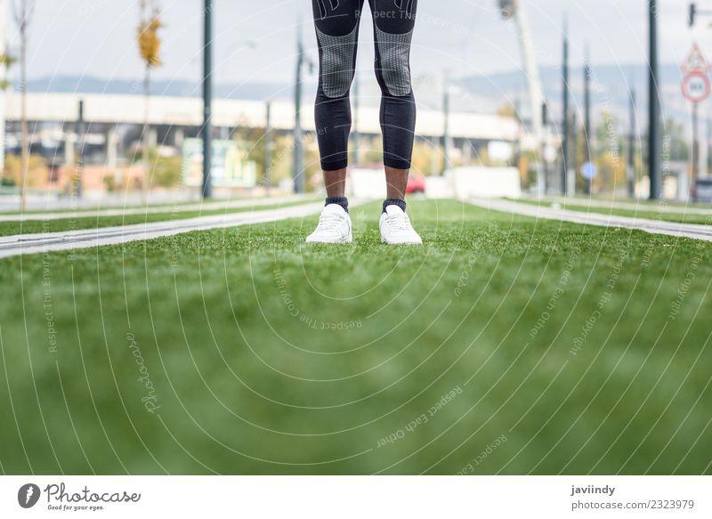 Mensch Jugendliche Mann Junger Mann 18-30 Jahre schwarz Erwachsene Beine Lifestyle Sport Fuß Fitness Turnschuh muskulös Typ Läufer