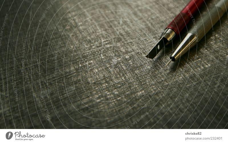 Schneidemesser und Blasenstecher Arbeit & Erwerbstätigkeit liegen Spitze Handwerk Werkzeug silber Messer Nadel Genauigkeit Präzision gewissenhaft