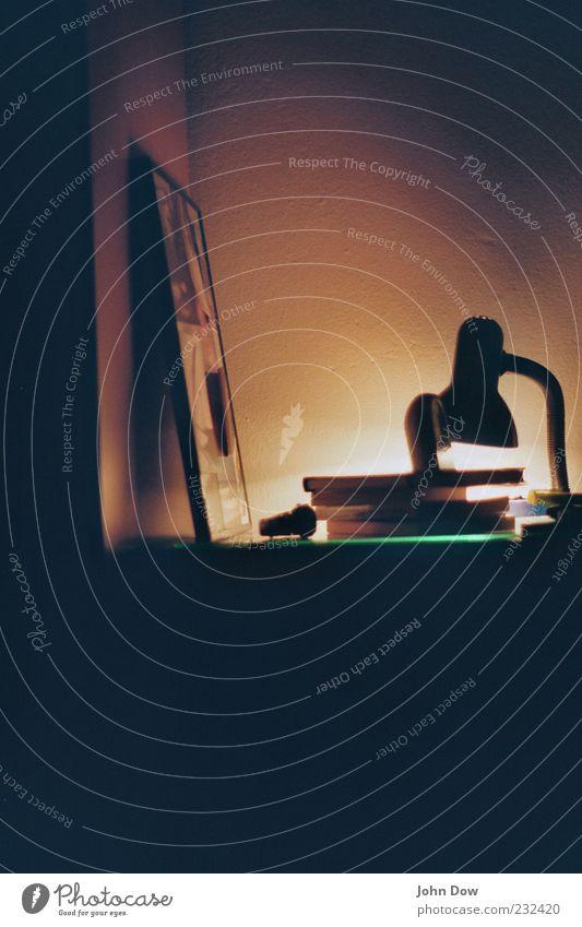 Gute-Nacht-Geschichte ruhig dunkel Lampe Beleuchtung Freizeit & Hobby Buch Bild Rahmen Printmedien Bilderrahmen Schlafzimmer Intimität Wecker privat Messinstrument Schreibtischlampe