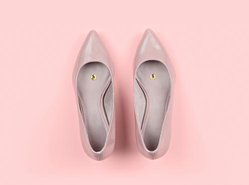 Paar klassische Damenschuhe beige mit Drucknadel Lifestyle Freude Gesundheitswesen Feste & Feiern Mode Schuhe kaufen lustig rosa Farbe Idee Surrealismus
