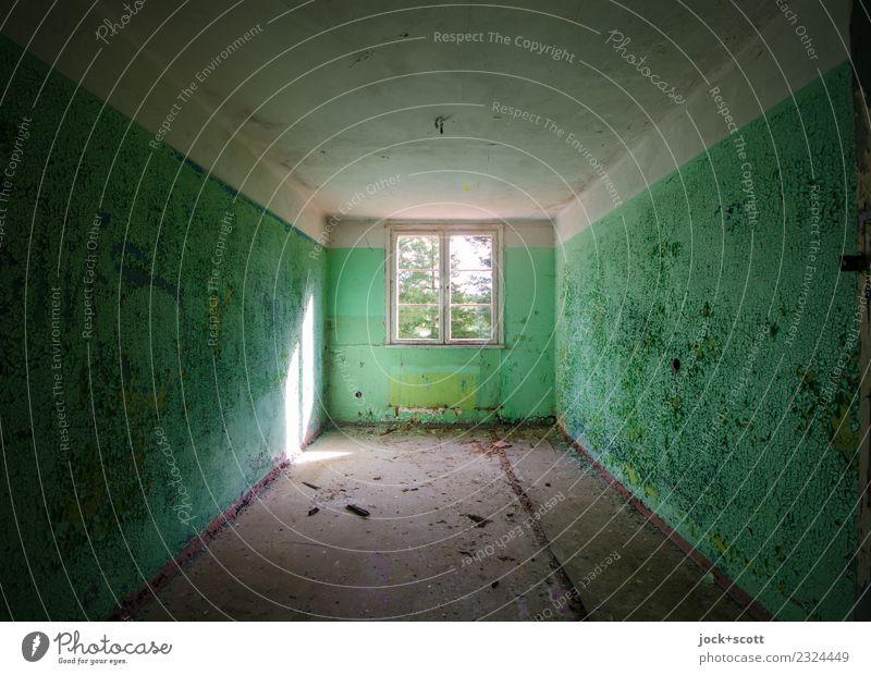 Raum scheint verloren Ruine Architektur Wand Fenster Lichtschein retro grün Endzeitstimmung Symmetrie Vergänglichkeit Wandel & Veränderung lost places