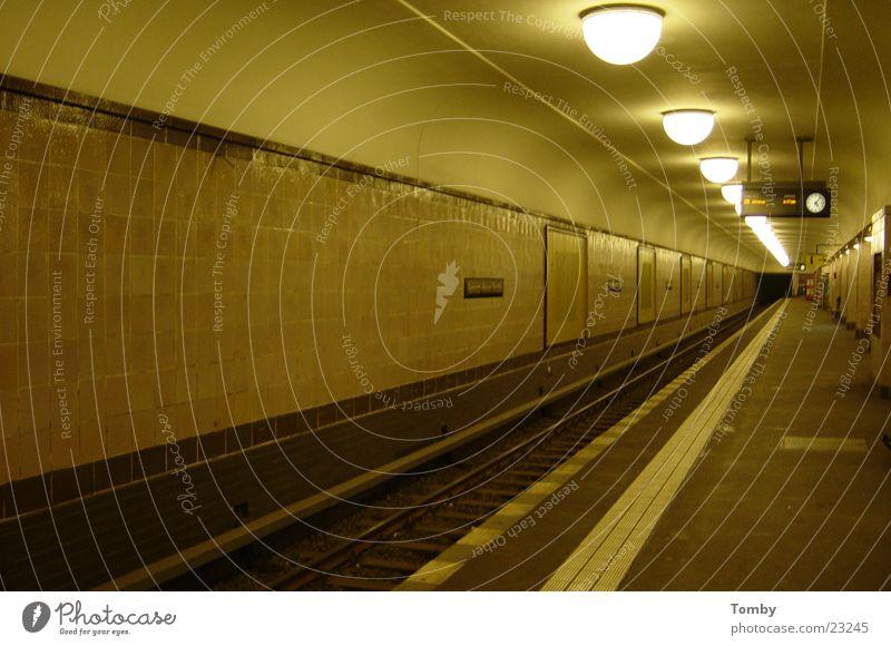 Berlin Verkehr Gleise Tunnel U-Bahn S-Bahn Bahnsteig