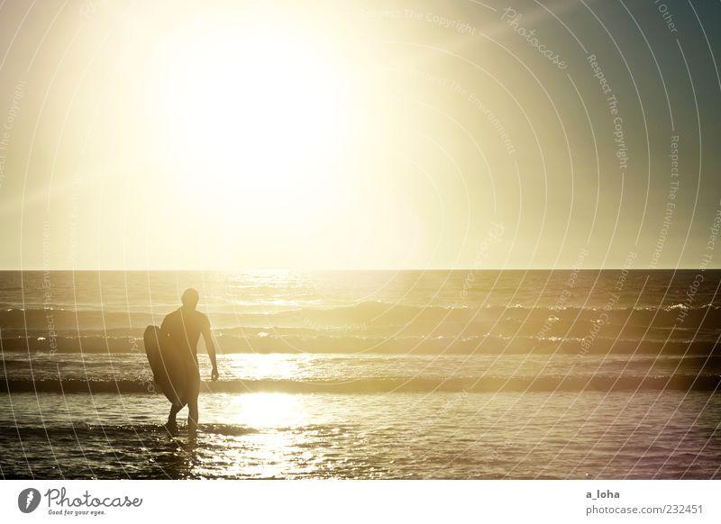 to the sea Lifestyle Wassersport Mensch maskulin Junger Mann Jugendliche 1 Natur Urelemente Wolkenloser Himmel Sonnenaufgang Sonnenuntergang Schönes Wetter
