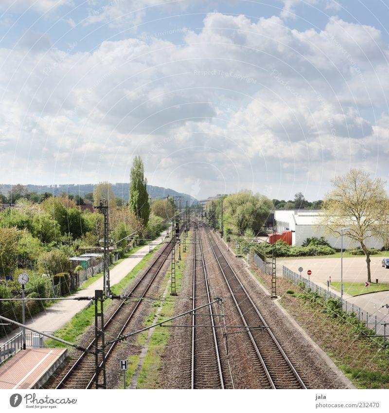 pendelverkehr Himmel Baum Pflanze Wolken Gras Gebäude Sträucher Gleise Bauwerk Verkehr Schienenverkehr Schienennetz