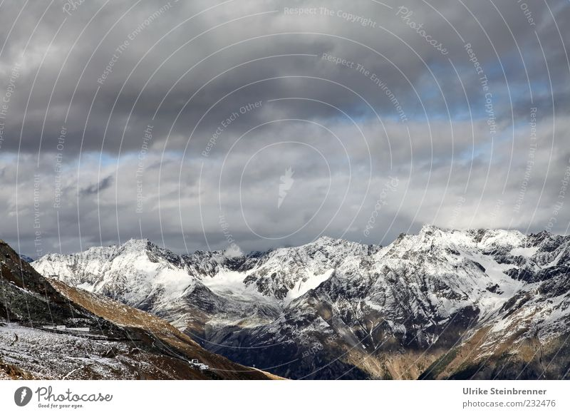Somewhere over the mountains Natur Wolken Schnee Herbst oben Berge u. Gebirge Freiheit Eis Landschaft Umwelt Felsen Frost Alpen wild natürlich außergewöhnlich