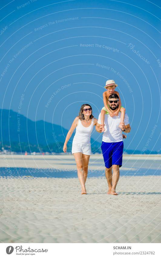 Sommer Meer Freude Lifestyle Spielen Menschengruppe Zusammensein Kindheit Lächeln Fröhlichkeit Insel Asien Sonnenbrille Barfuß Thailand Vollbart