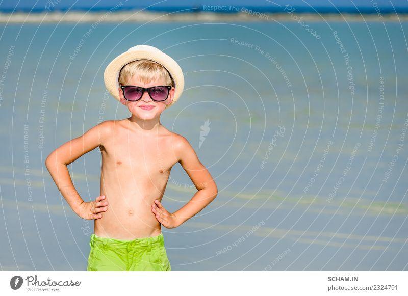 Kind Mensch Sommer schön Farbe Landschaft Meer Erholung Freude Strand Lifestyle Spielen maskulin träumen Kindheit blond