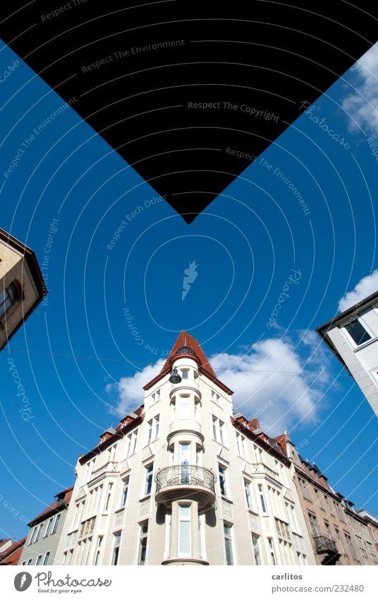 Göttinger Ecken III blau weiß rot Wolken Haus Fenster Wand Architektur Mauer Fassade ästhetisch Dach rund Schönes Wetter Geländer historisch