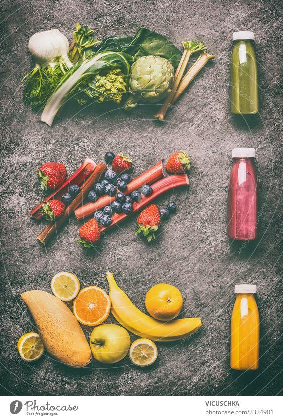 Grüne, gelbe und rote smoothie mit Zutaten Lebensmittel Gemüse Frucht Ernährung Bioprodukte Vegetarische Ernährung Diät Getränk Erfrischungsgetränk Saft Flasche